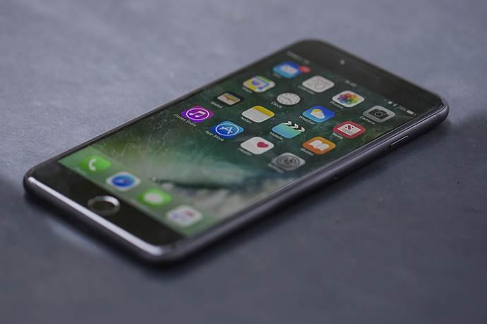 iPhone'da açık bulan iki Türk 200 bin doları reddetti