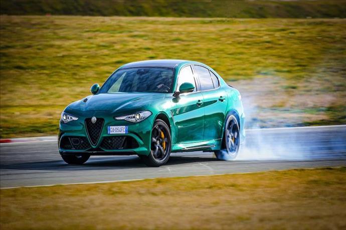 Alfa Romeo Giulia ve Stelvio Quadrifoglioyenilendi