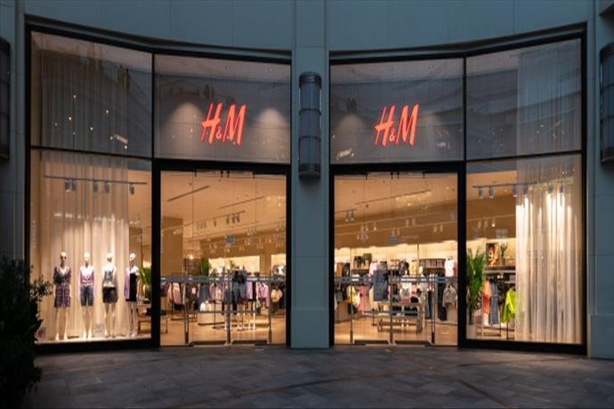 H&M'nin RED MOD mağaza konseptiAkasya AVM'de