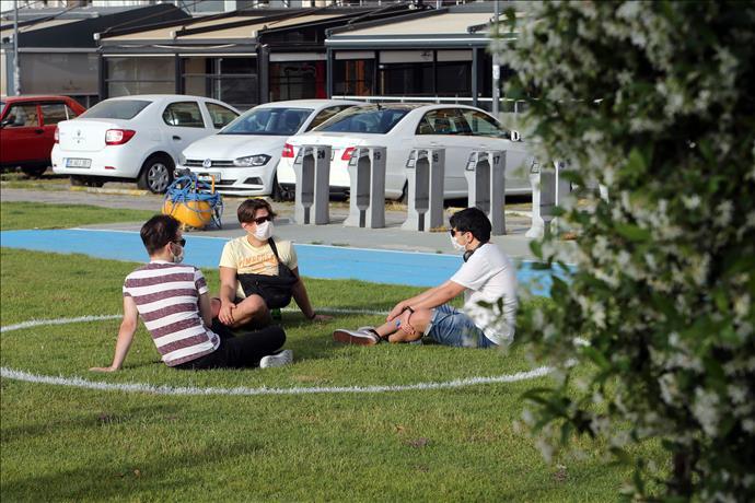 İzmirliler için sosyal mesafe çemberleri