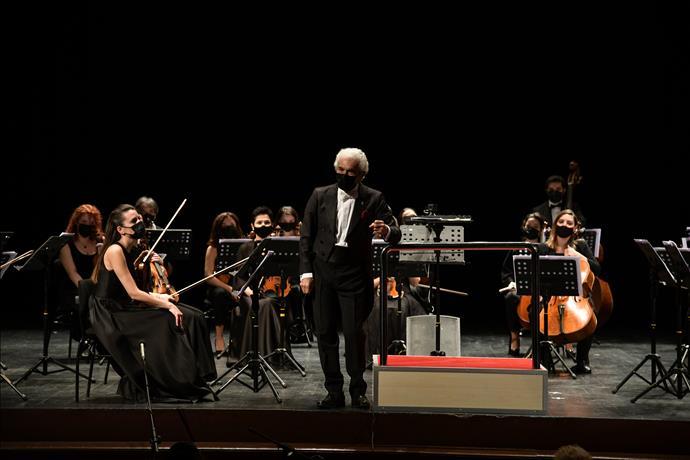 Pandemi Orkestrası Sahnede