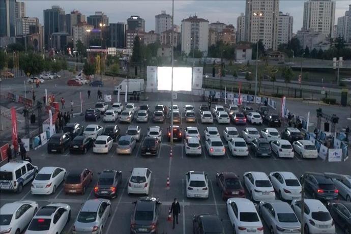 CarrefourSA'da Arabalı Açık Hava Sineması keyfi
