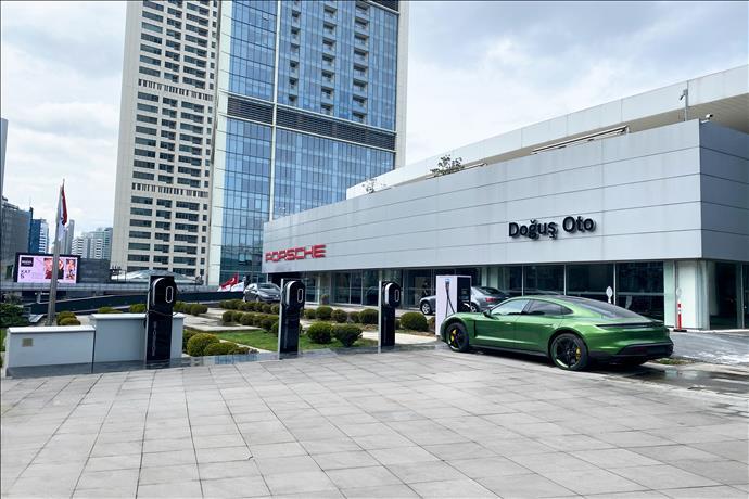 Porsche, Türkiye'de Tüm Elektrikli Otomobiller İçin Şarj Ağı Kurdu
