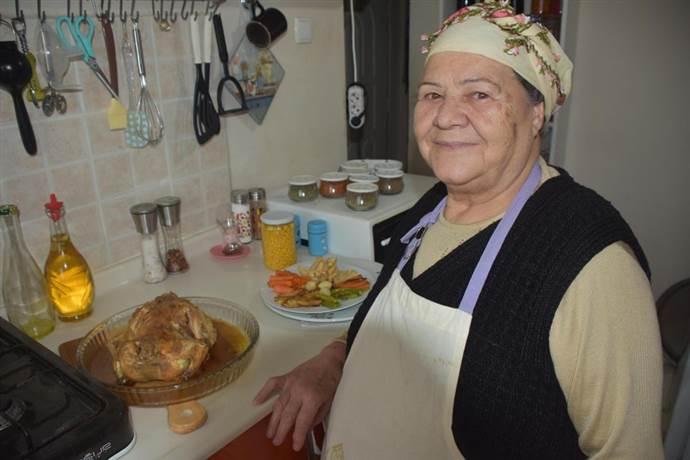 70'inden sonra Youtuber olan İzmirli Saniye Anne