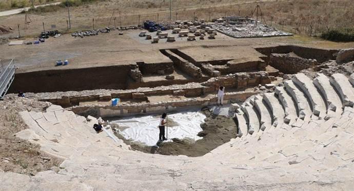 Parion'da bin 900 yıllık anıt mezar kitabesi bulundu