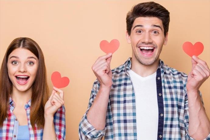 """14 Şubat'ta çiftlerin ilk tercihi """"akıllı telefon"""" oldu"""