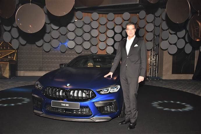 BMW'nin lüks 5 modeli İstanbul'da görkemli etkinlikle tanıtıldı