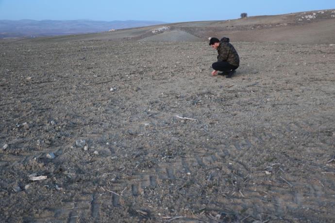 Tarlada bulduğu 68 kiloluk taş göktaşı çıktı