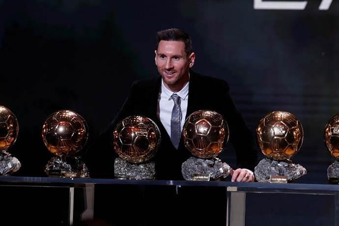 Lionel Messi, Ballon d'Or ödülünü kazanarak 'Yılın Futbolcusu' oldu