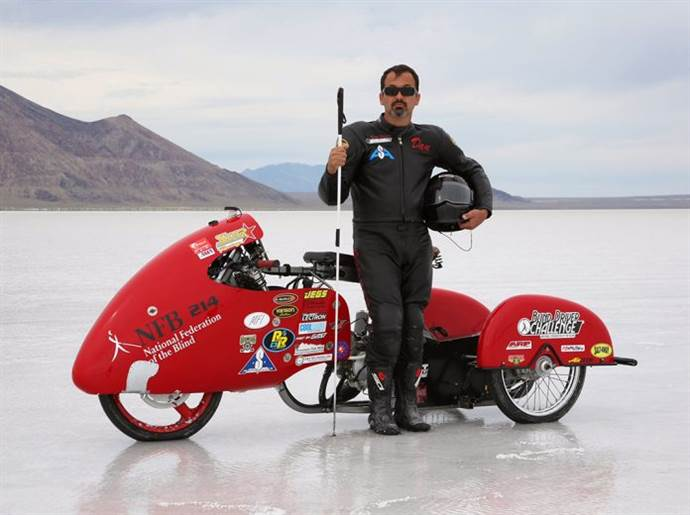Kör bir adam, 320 km'lik hız rekorunu kıracak