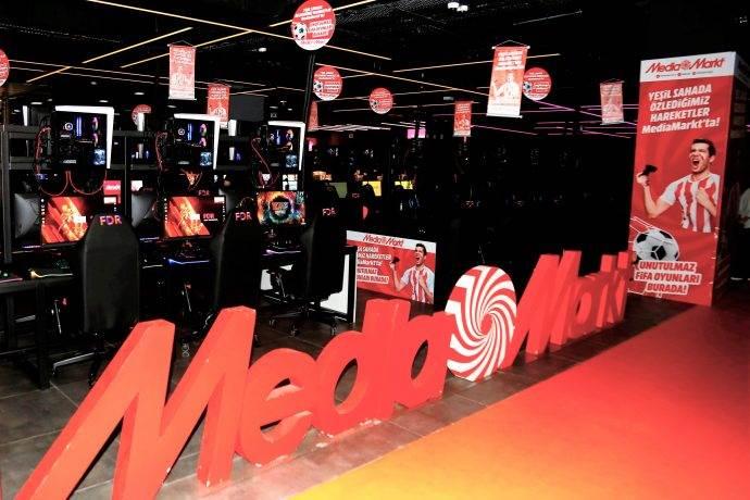FIFA 2020 MediaMarkt'ta Nostalji Alanı ile tanıtıldı