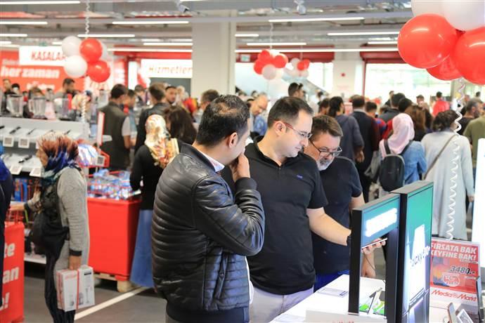 MediaMarkt aynı gün Kocaeli ve Eskişehir'de mağaza açtı