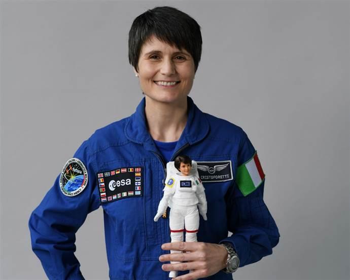 Kadın astronot, kız çocukları için Barbie bebek oldu