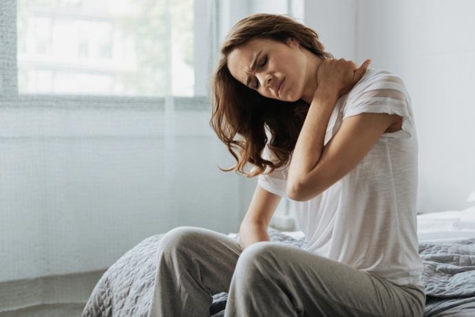Boyun fıtığı ağrısı belirtileri nedir? Boyun ağrısı neden olur?