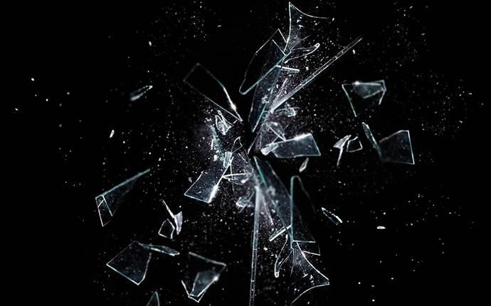 Cam kırıklarını kolay temizlemek için 3 pratik yol