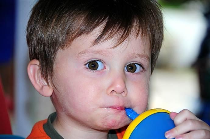 İştahsız çocuklara yemek yedirme taktikleri