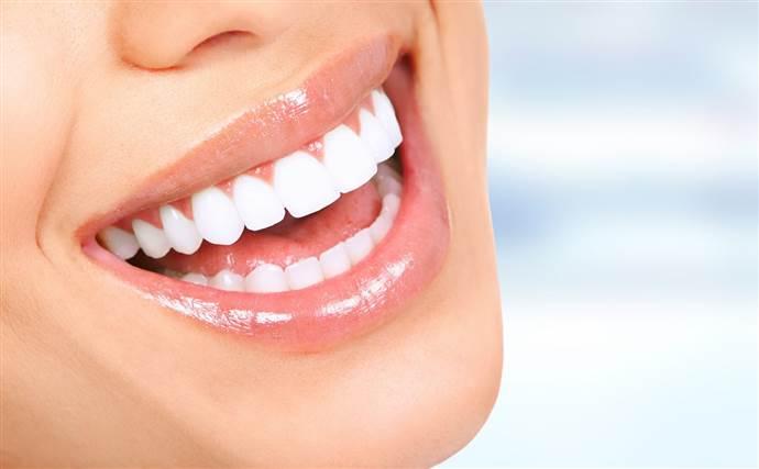 Dişleri doğal maddelerle temizlemek isterken yapılan hatalar