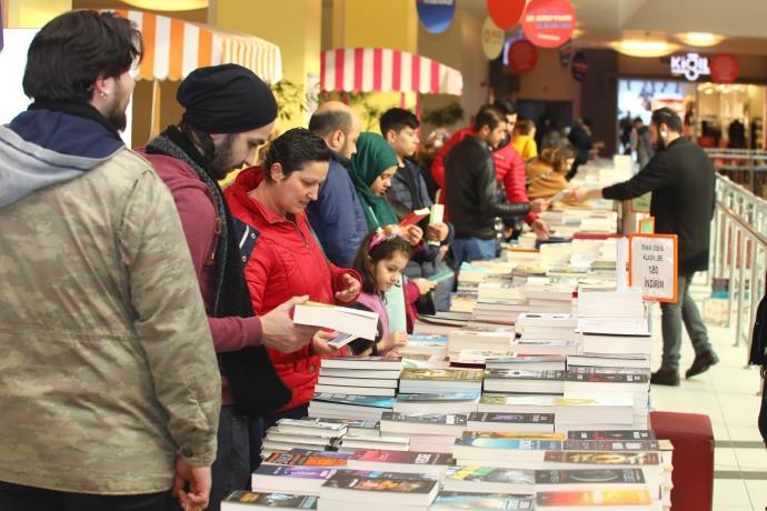 Gebze Center AVM'nin Kitap Fuarı'nda sevilen yazarlar ağırlanıyor