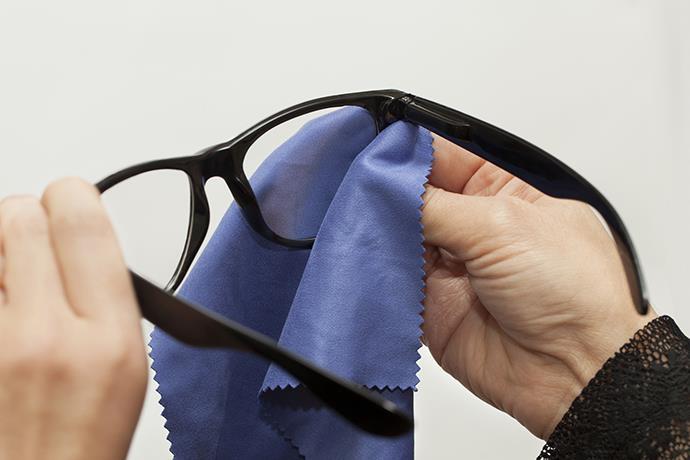 Kontakt lens ve gözlük nasıl temizlenir?
