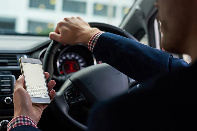 Direksiyonda telefonla konuşan sürücüler artık tespit edilebilecek