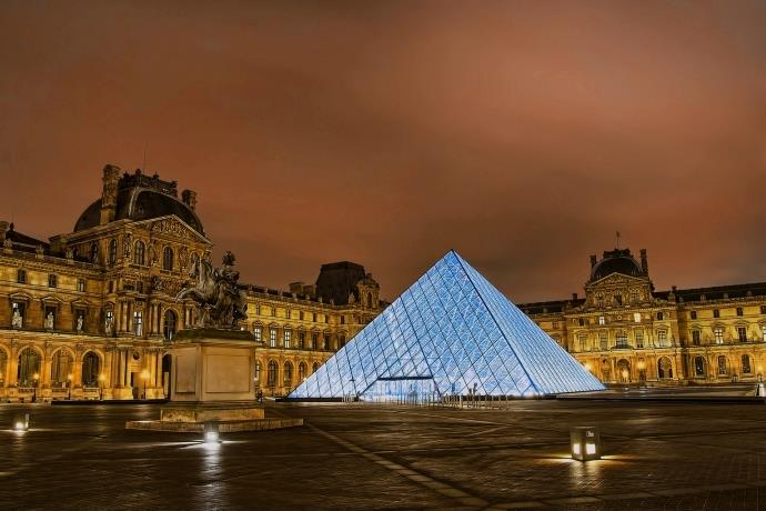 Louvre Müzesi'nde Leonardo da Vinci rekoru!