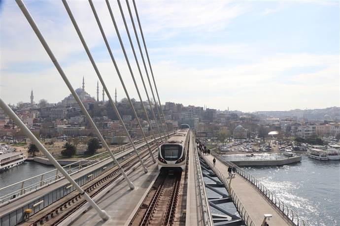 İstanbul'da 24 Saat Ulaşım devri başladı