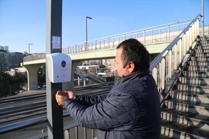 İstanbul'da metrobüs duraklarında koronavirüs önlemi