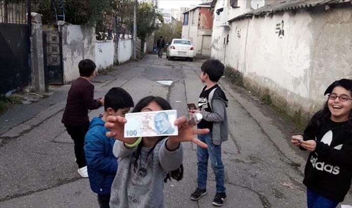 İçi para dolu zarf dağıtan 'Robin Hood'un yeni adresi Ataşehir oldu