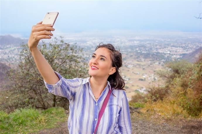 Selfie insanı yalnız ve ezik gösteriyormuş