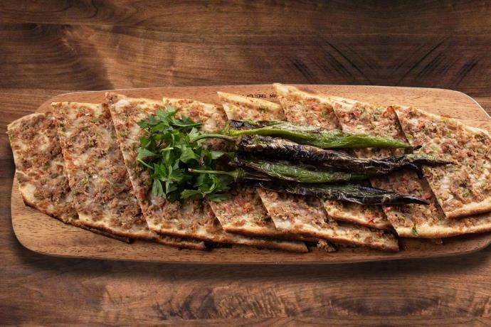 Sivas etli ekmek nasıl yapılır? Etli ekmek tarifi...