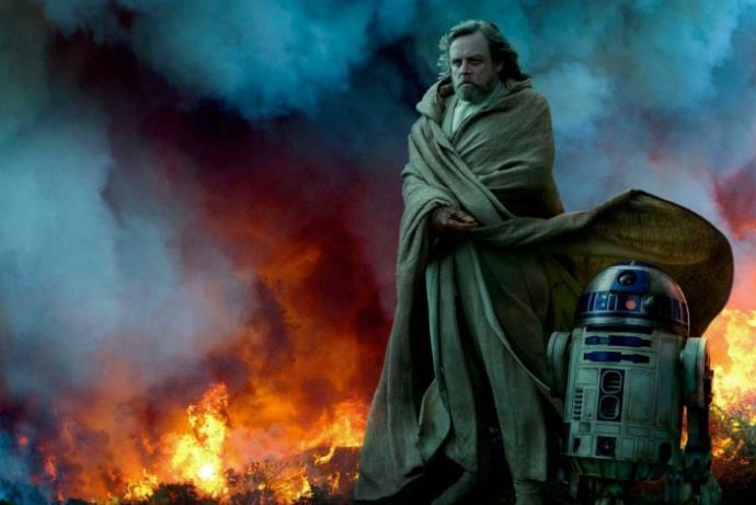 Star Wars filminde telefonla oynadığı için adamı yumrukladı