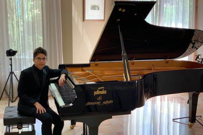 Genç Türk Piyanist Tarık Kaan Maria Herrero'da jüriden tam not aldı