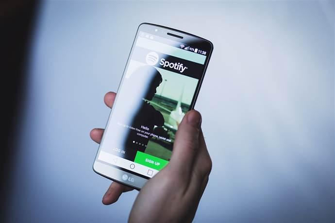 Spotify yeni çalma listesi özelliğini test ediyor