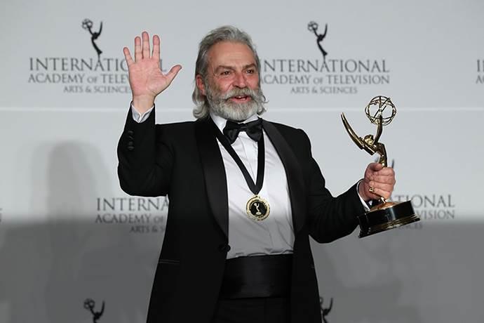 Haluk Bilginer'e Şahsiyet dizisindeki rolü ile Uluslararası Emmy ödülü!