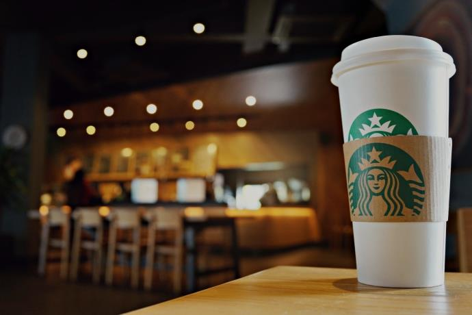 Starbucks, koronavirüs sebebiyle 2 bin şubesini kapattı
