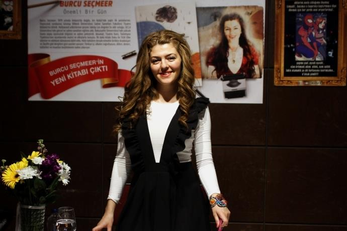 Karakterlerine sahnede hayat veren yazar: Burcu Seçmeer ile röportaj