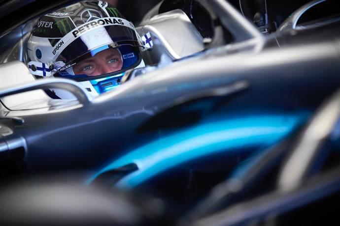 Lewis Hamilton'ı tutabilene aşk olsun!