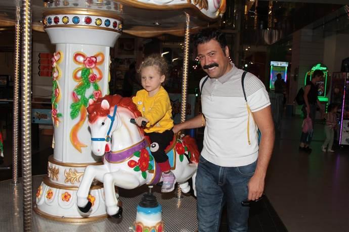 Bülent Parlak ve kızı AVM'de gönüllerince eğlendi