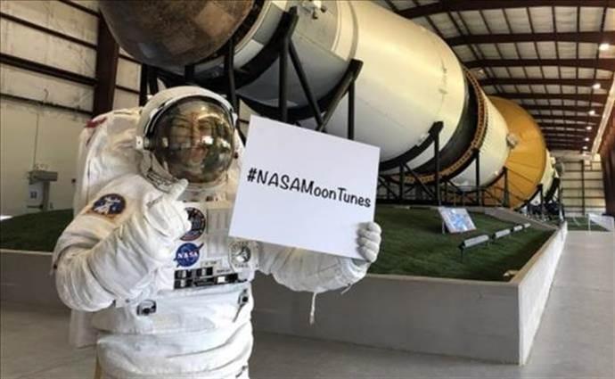 NASA aya gidecek astronotlar için şarkı önerileri bekliyor