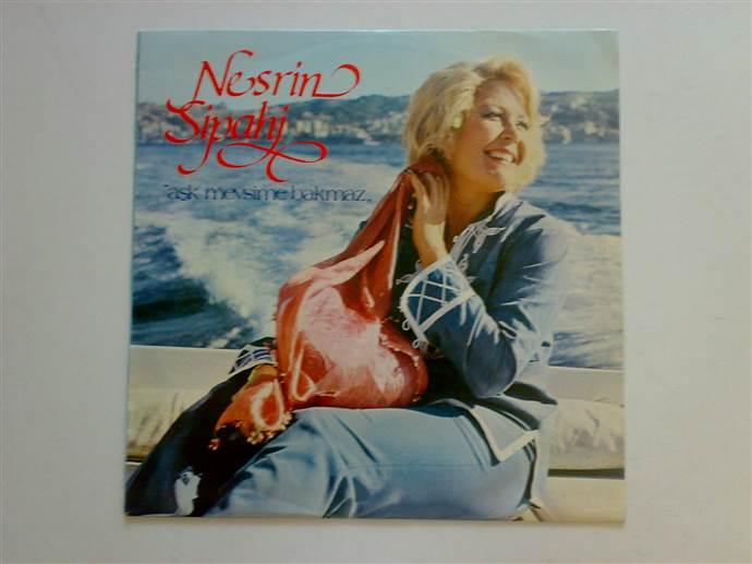 Nesrin Sipahi'nin Aşk Mevsime Bakmaz albümü plak formatında