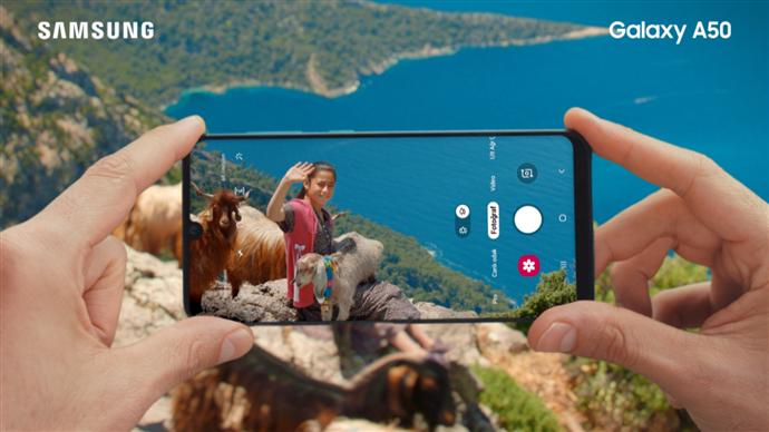 Samsung'dan Farklı Bak reklamı