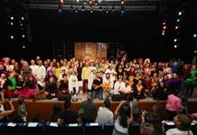 Aristophanes'in Kuşlar adlı eseri İzmir'de sahnelendi